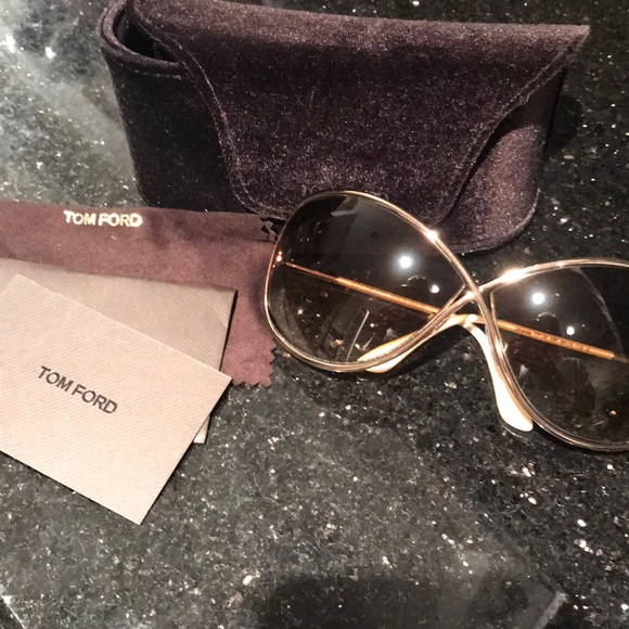 db9ac759fe3 Tom Ford Miranda SunGlasses Rose Gold. M 5ba2f540c89e1d6879751520. Other  Accessories you may like